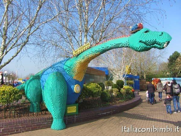 drago di Lego a Legoland Windsor Londra