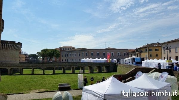 Gli stand della fiera di Fosforo a Senigallia