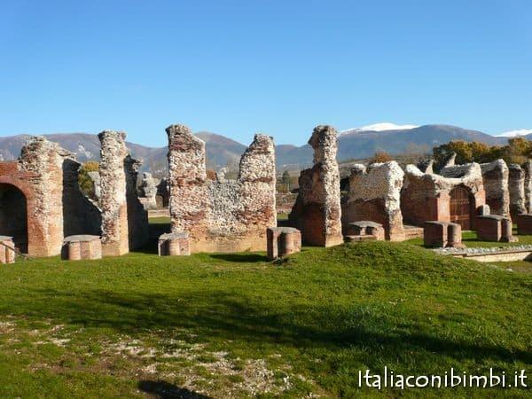 Amiternum gli scavi vicino L'Aquila