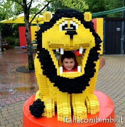 Leone tutto di Lego a Legoland Billund
