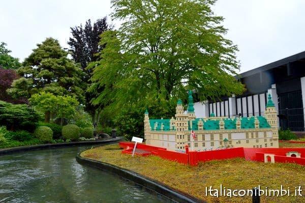 Navigando con le miniboats a Legoland Danimarca