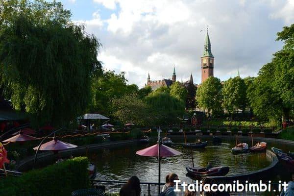The Dragon boats al parco Tivoli di Copenaghen