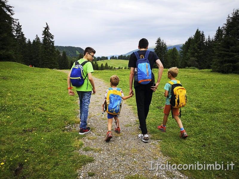 Panaraida- bimbi e ragazzi in passeggiata