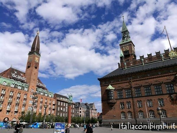 Radhusplads con il Municipio di Copenaghen