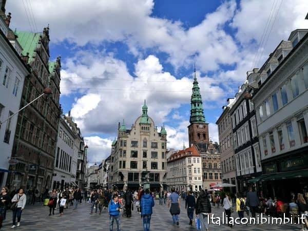 Stroget via dello shopping di Copenaghen