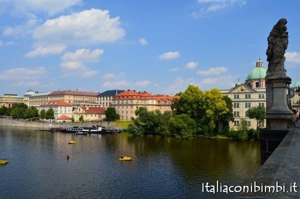 Vista sulla Moldava dal Ponte Carlo