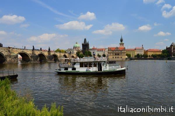 battello sulla Moldava a Praga