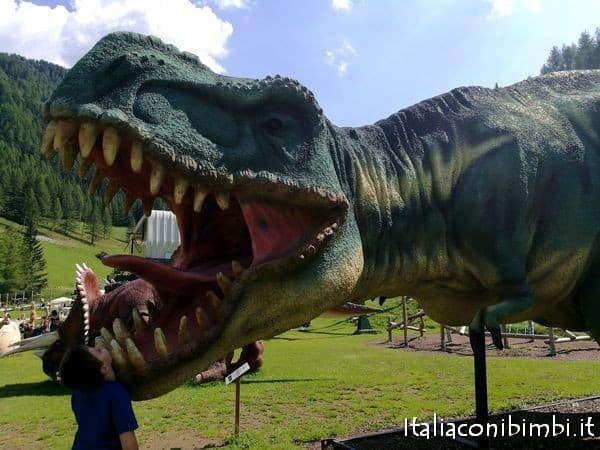 dinosauri al parco giochi Klausberg in Valle Aurina