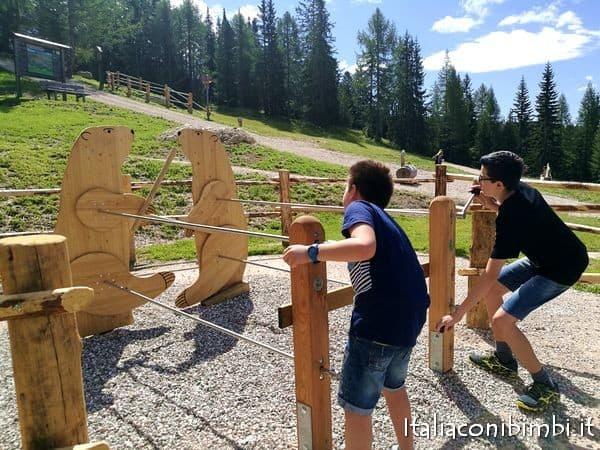 lotta delle marmotte nel nuovo parco giochi in Val Badia