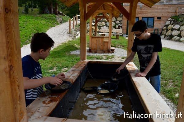 La ricerca dell'oro al Summer Park La Crusc in Val Badia