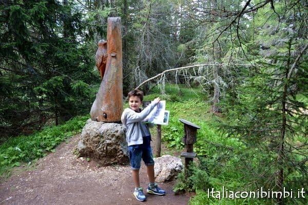 caccia al tesoro delle orme degli animali in Val Badia