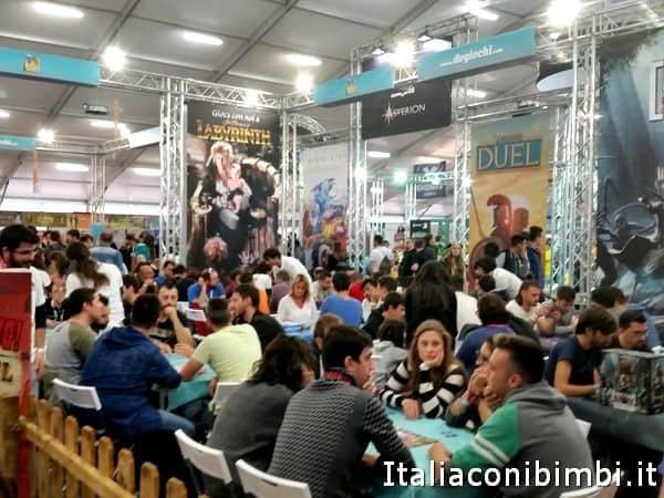 Padiglione giochi da tavolo a Lucca Comics