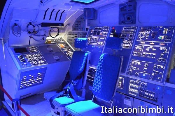 interno dello shuttle alla mostra Cosmos Discovery