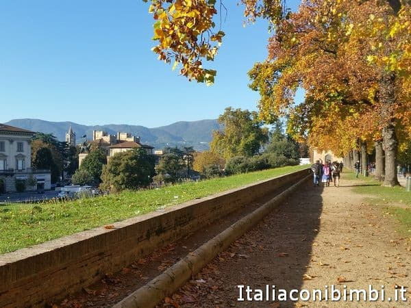 lungo le mura a Lucca Comics and Games