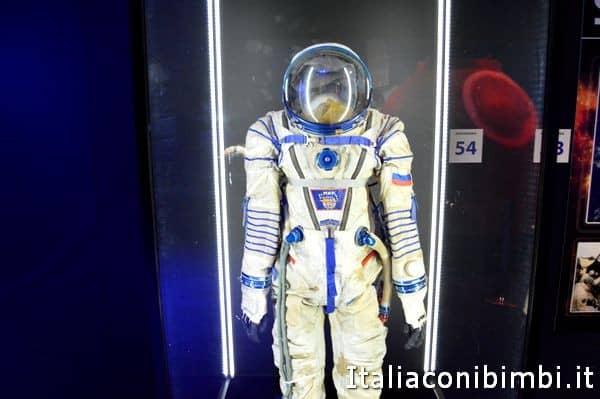 tuta spaziale alla mostra Cosmos Discovery