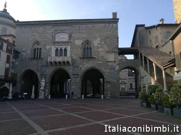 Piazza-Vecchia-di-Bergamo-Alta