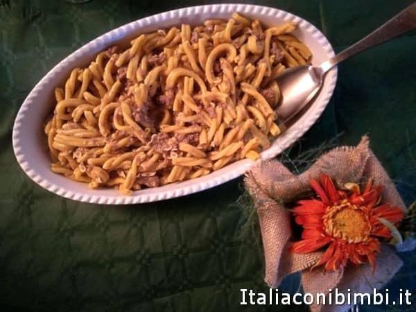 strozzapreti-alla-vernaccia-e-salsiccia-al-Rifugio-di-Tribbio