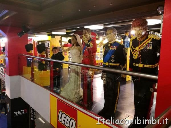 Personaggi famosi in Lego da Hamleys Londra