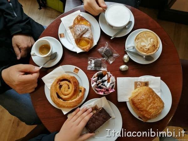 colazione in un bar di Londra