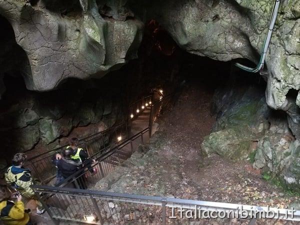 discesa alla Grotta Gigante