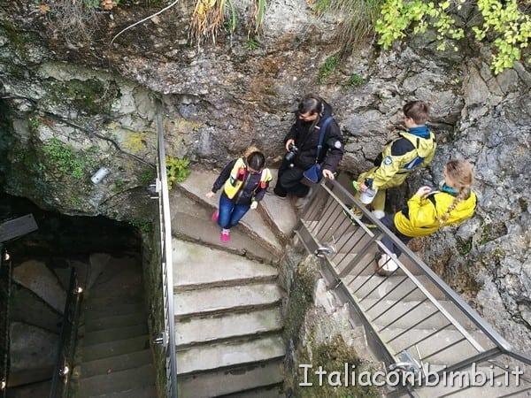 discesa nella Grotta Gigante
