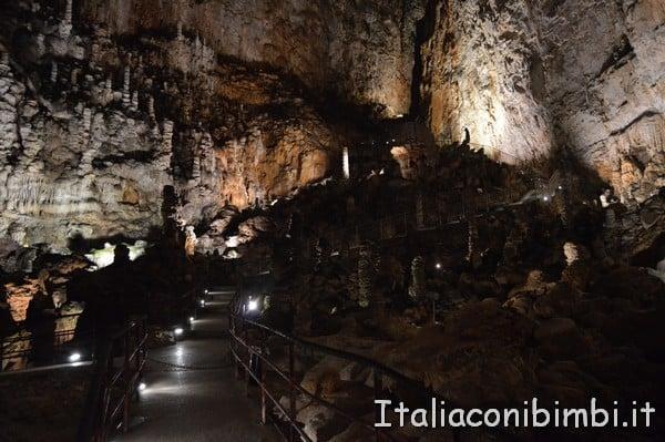 percorso nella Grotta Gigante