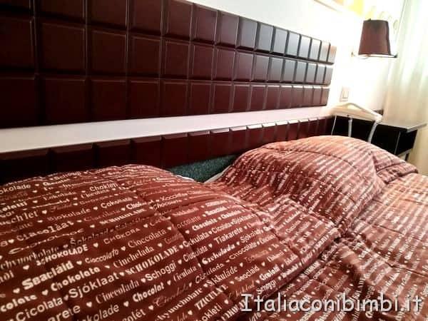 letto-matrimoniale-allhotel-del-cioccolato-di-Perugia