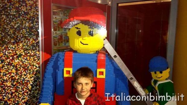 personaggio lego al Legoland Discovery Centre di Berlino