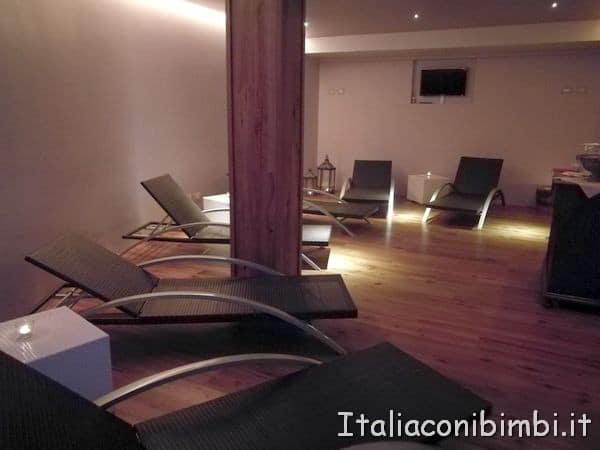 sala-relax-piscina-al-Valle-di-Assisi-Resort