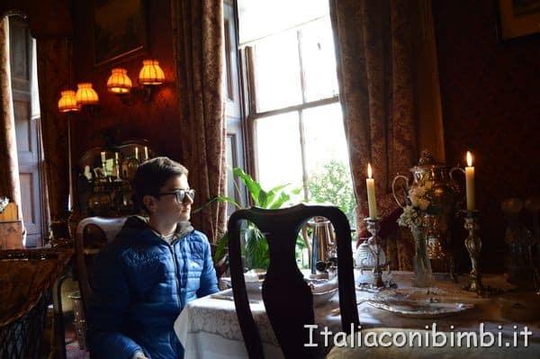 tavolo della casa di Sherlock Holmes di Londra