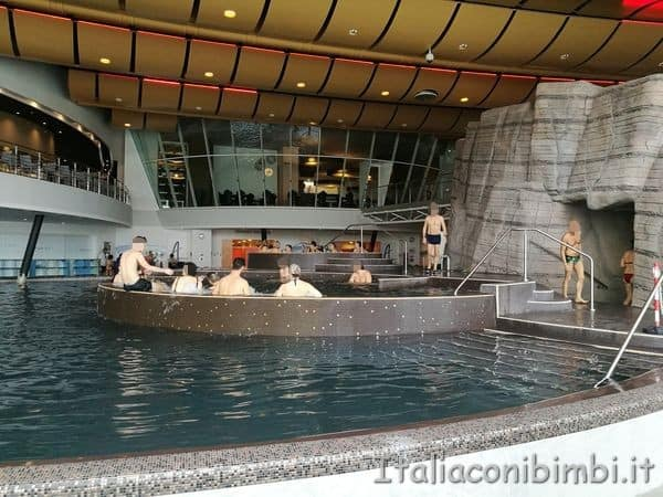 vasca-idromassaggio-terme-di-Verona-Aquardens