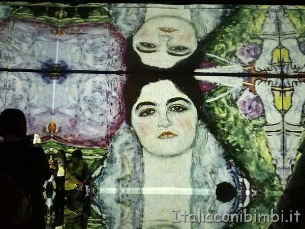 sala grande Klimt Experience a Roma.