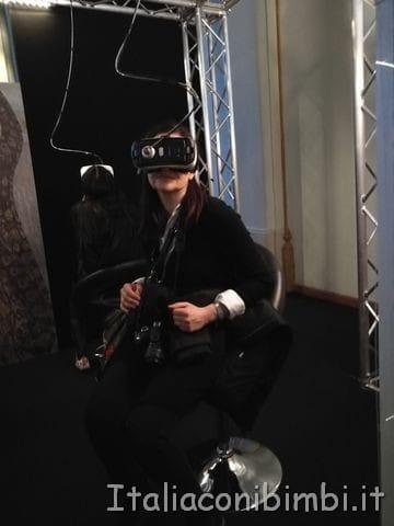 Io-con-l-Oculus-alla-mostra-Klimt-Experience-di-Roma
