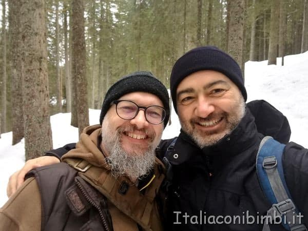 Paolo con la guida Thomas nel Parco naturale Paneveggio