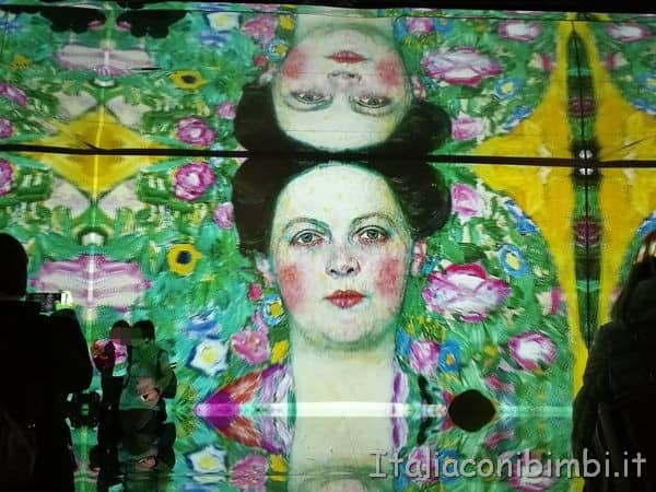 specchi alla mostra Klimt Experience di Roma