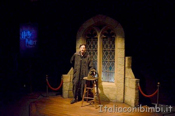 Ingresso alla mostra Harry Potter di Milano con il cappello parlante