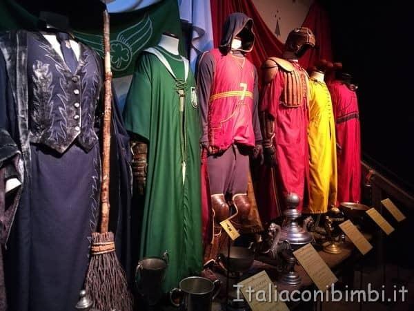 abiti per il Quidditch alla mostra su Harry Potter