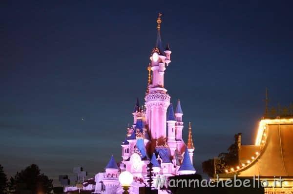Castello di notte a Disneyland Paris