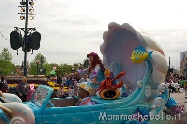 https://www.italiaconibimbi.it/wp-content/uploads/2018/06/Disneyland-Paris-parata.jpg