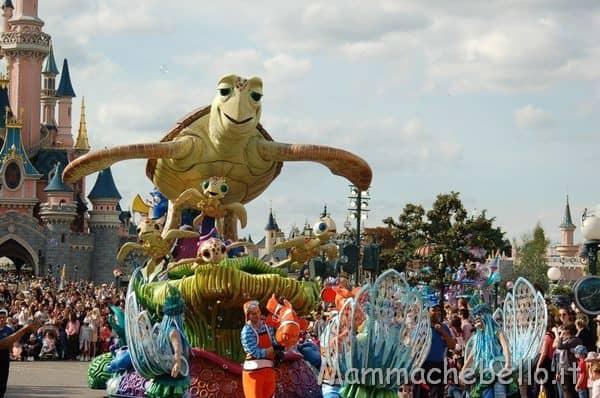 Sammy la tartaruga alla parata Disney a Parigi