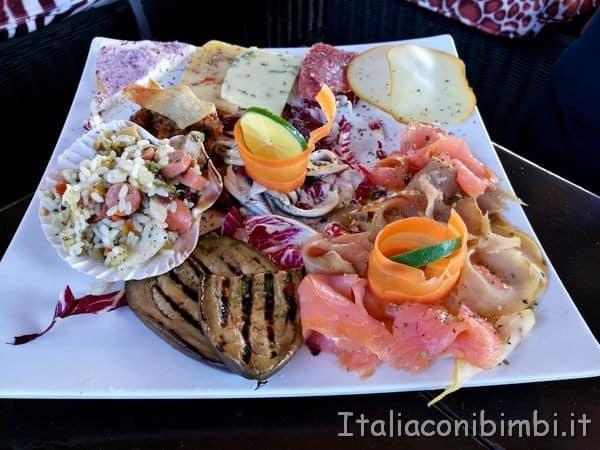 aperitivo allo stabilimento Malik Beach di Cefalù