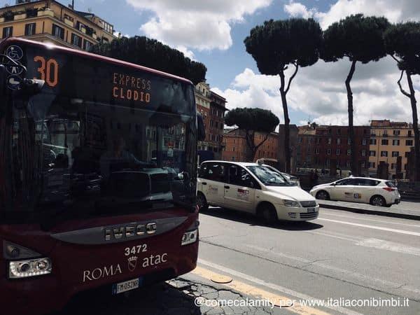 autobus express a Roma.