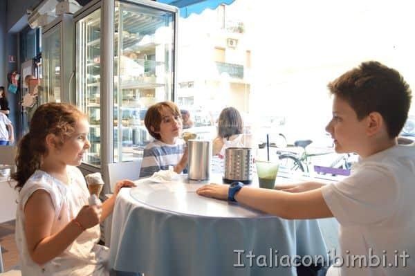merenda alla gelateria Voglia Di di Via Voltattorni a San Benedetto del Tronto
