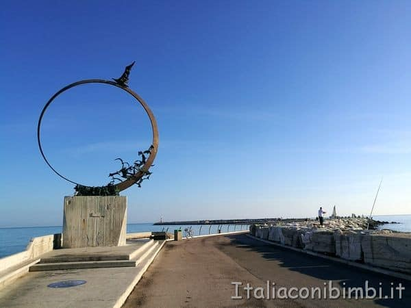 monumento-gabbiano-Jonathan-San-Benedetto-del-Tronto