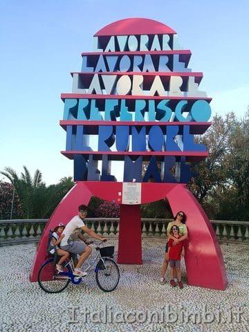 monumento lavorara, lavorare, preferisco il rumore del mare di San Benedetto