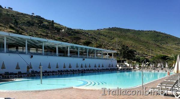 piscina dell'hotel Costa Verde di Cefalù