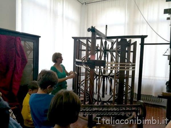 preparazione-dellordito-per-la-tessitura-a-Potenza-Picena