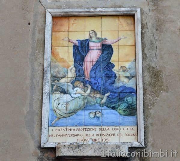 terracotta raffigurante la Vergine Maria a Potenza Picena