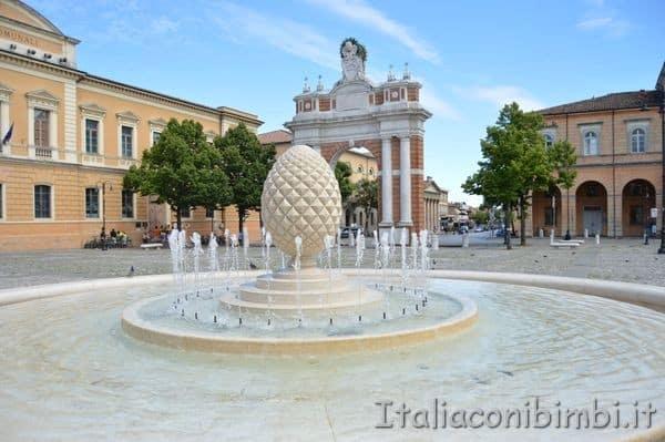 Arco di Ganganelli e piazza di Santarcangelo di Romagna