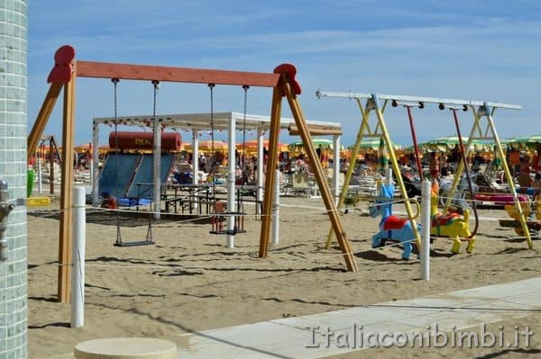 Bellaria Igea Marina altalene in spiaggia